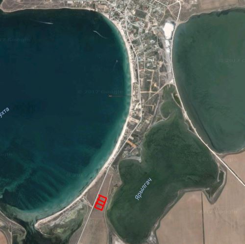 Участок в остров Флогита на берегу моря